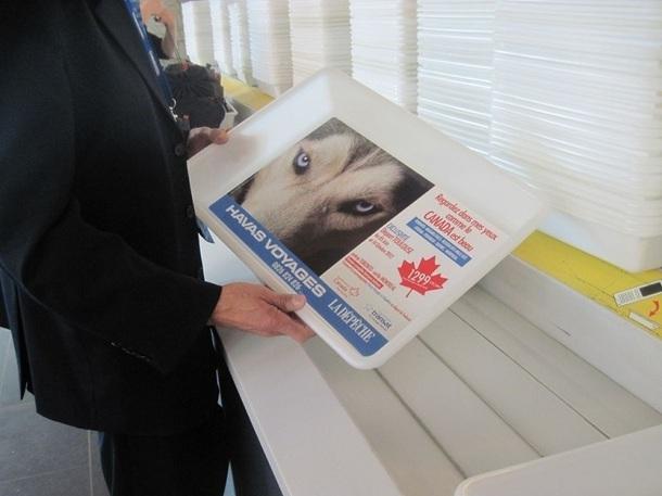Pour promouvoir le circuit au Canada, Havas Voyages a décidé de communiquer sur les bannettes des passages de sécurité de l'aéroport de Toulouse-Blagnac - Photo DR