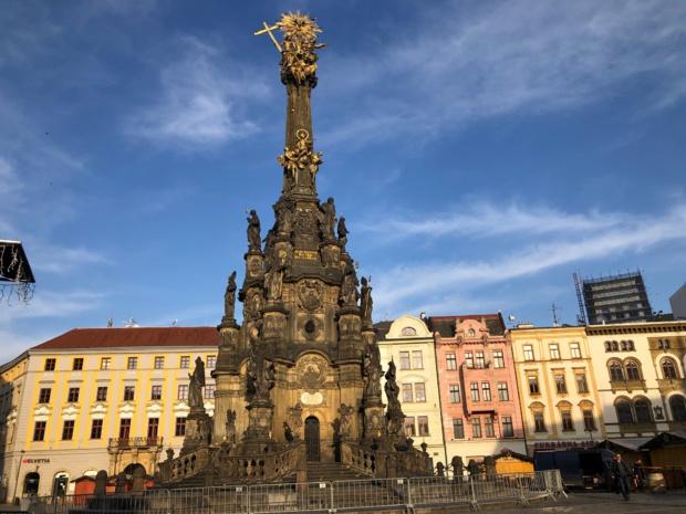 La colonne de la Sainte Trinité, Inscrite depuis 2000 au patrimoine mondial de l'UNESCO]b, a été érigée en 1740 pour célébrer la fin d'une épidémie de peste. /crédit photo JDL