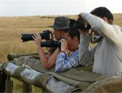 Les participants à l'éductour étaient aux aguets pour prendre la meilleure photo pendant leur safari - Photo DR
