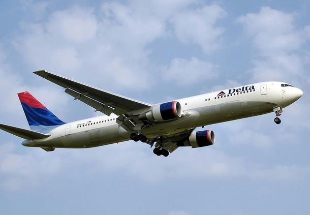 Le B-767 de Delta c'est la bonne surprise : la classe Eco est disposée en rangée de 2X3X2 avec de large fauteuils en cuir et un pitch qui permet aux jambes les plus longues de trouver tout l'espace nécessaire./photo dr