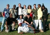 Une partie de la délégation avec le staff de SAA et Joanne Bictie, manager de l'Hôtel (1ère debout à dte)