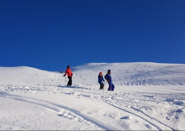 Avec un taux d'occupation de 85,6% en moyenne, de nombreux vacanciers ont choisi la montagne pour profiter des joies de la neige dans les stations à l'occasion des vacances de Noël et du Jour de l'An. - Photo CE