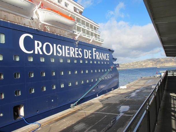 Croisières de France a inauguré l'Horizon samedi 28 avril 2012 avec une mini-croisière au large de Marseille - Photo P.C