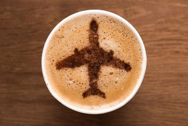 Pour la Cour de Justice Européenne, les brûlures causées au passager par du café bouillant à bord d'un vol sont les conséquences d'un accident dont la compagnie est responsable - DR : DepositPhotos, KostyaKlimenko