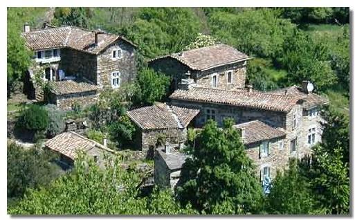Les Cévennes font partie des territoires touristiques les plus attractifs de la région, tant par la beauté de ses paysages, son ancrage fort dans l'histoire et la profusion de produits et d'activités