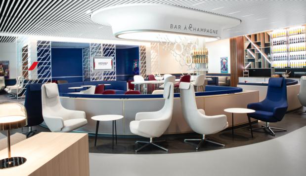 Le nouveau salon business Air France d'Orly est construit autour d'un très élégant bar à champagne © Air France