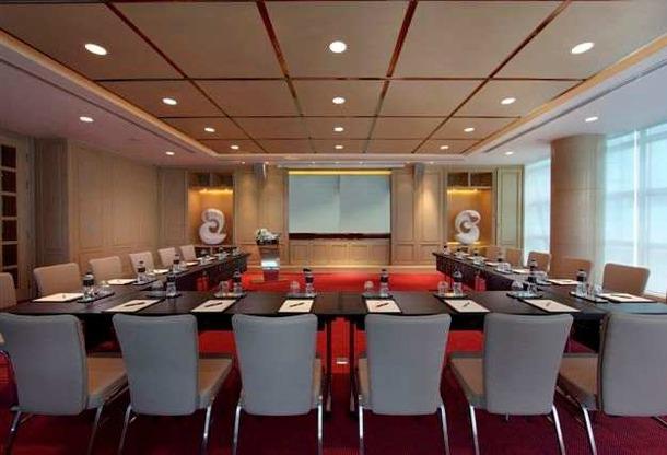 Le Sofitel Sukhumvit de Bangkok peut accueillir des conférences dans son grand centre de réunions - Photo DR