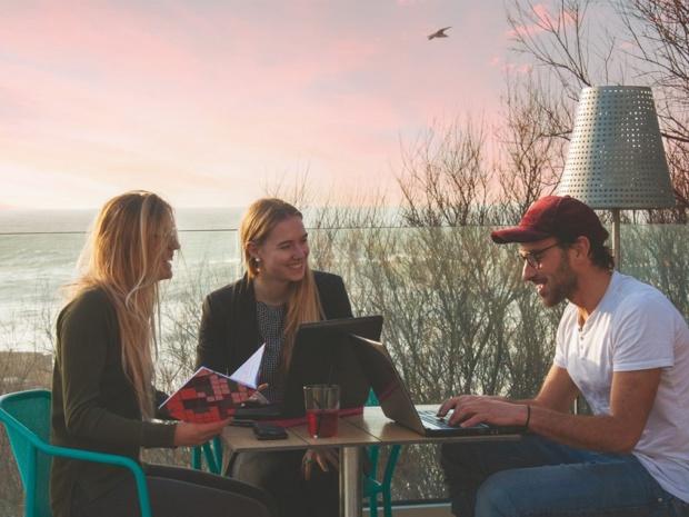 Yoann Magnin accompagné de ses deux collaboratrices - DR : Solikend
