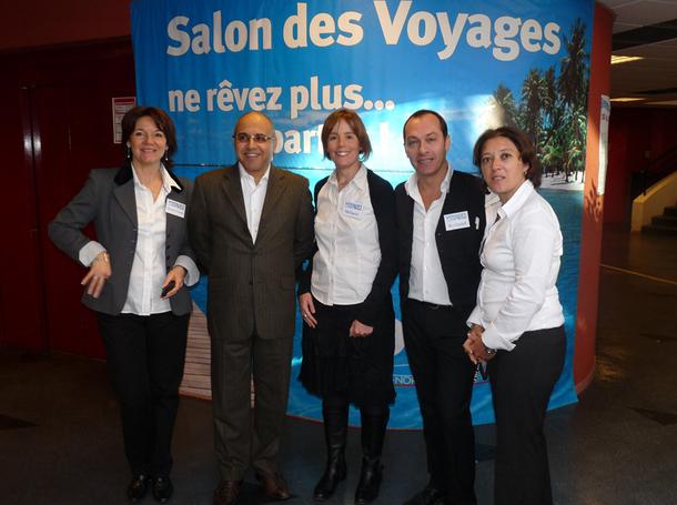 Lotfi Tazi au milieu de ses collaborateurs, à l'occasion du Salon des Voyages de Rouen  - DR