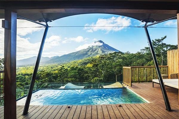 Les 29 tentes de luxe sont situées au pied du volcan Arenal - DR
