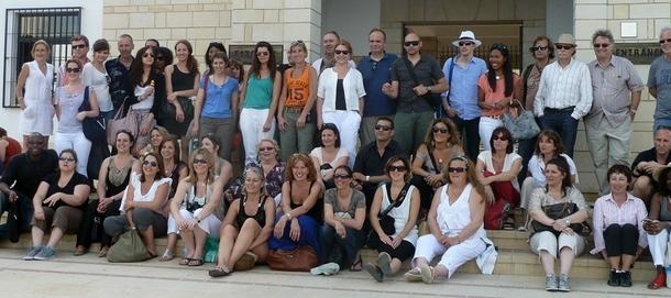 """(cliquer pour agrandir) Une partie des """"twimeurs"""" devant le musée des Mosaîques de Paphos à Chypre /photo MS"""