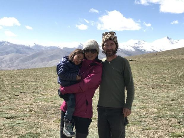 Alex Le Beuan, fondateur de Shanti Travel, avec sa femme Tenzin, et leur fille Lhamo - DR : Shanti Travel