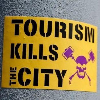 Le terme surtourisme est souvent utilisé de manière alarmiste et associé à des phénomènes négatifs, mais est-il possible de reprocher aux touristes d'être présents si une destination les invite ? - DR : Unsplash