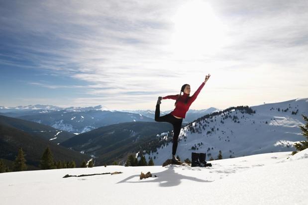 Le yoga est aussi une tendance forte en montagne. Non pas les cours de yoga eux-mêmes, mais la manière de pratiquer cette discipline - DR : DepositPhotos, iofoto