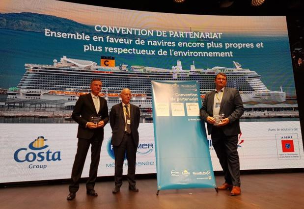 Michael Thamm, PDG du groupe Costa, Patrick Baraona, directeur du PMM et Hervé Martel, président du directoire du Port de Marseille Fos, lors de la signature de l'accord - DR : A.B.