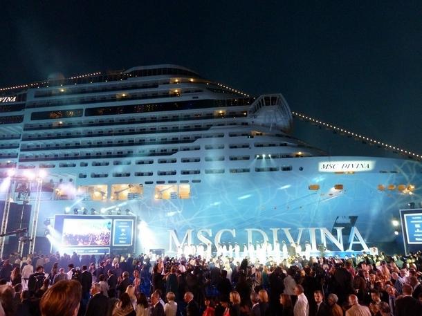 Baptême MSC Divina : grand show aérien et terrestre pour rendre hommage à la mer