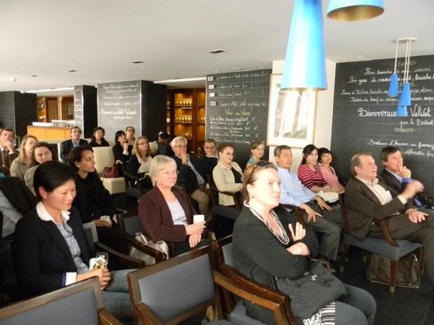Le 24 mai 2012, Hong Kong et Macao ont reçu une trentaine de spécialistes, dont Visiteurs et Akiou, pour leur suggérer discrètement la mise en place de produits communs - Photo B.F