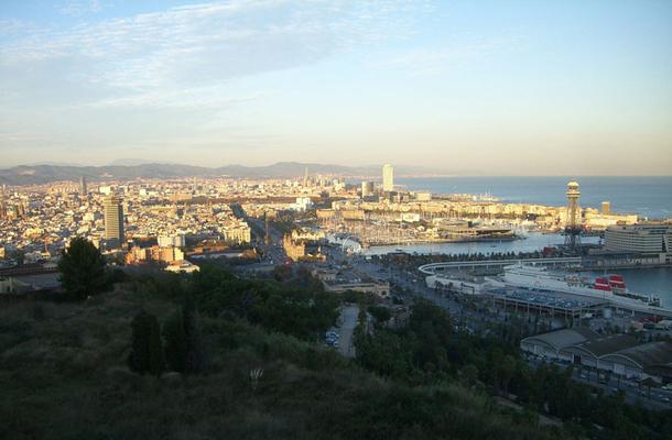"""Les """"moins longtemps"""", """"moins loin"""", """"moins cher"""" seront sans aucun doute au rendez-vous des vacances 2012 des Européens, privilégiant les voyages domestiques ou pour les plus fortunés, les voyages en Europe proche, continuant le mouvement déjà observé en 2011. Ici, vue sur Barcelone - DR : JDL"""
