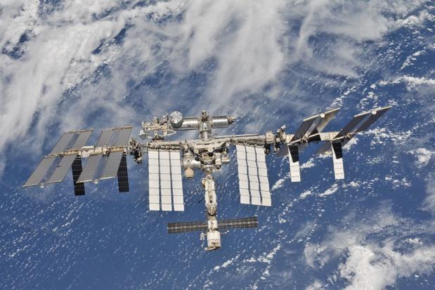 La Station spatiale internationale (ISS) pourra bientôt accueillir des touristes spatiaux. La NASA a fait savoir qu'elle avait choisi Axiom Space, une start-up basée à au Texas, pour construire le premier module commercial d'habitation qui pourra accueillir 8 personnes pouvant séjourner 30 jours dans l'ISS - DR : NASA