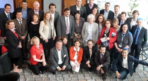 Autour de Georges Azouze, leur président, les membres de l'AFCC réunis l'Atelier du France en bord de Seine à Paris à l'occasion d'un workshop./photo MS