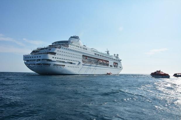 Les membres d'équipage et officiers ont procédé au transfert de 239 passagers par chaloupes - DR : CMV