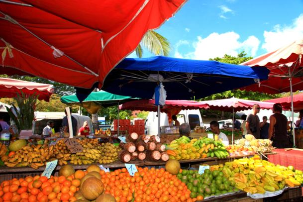 Le Slow Voyage permet généralement de découvrir une destination à une cadence moindre, à travers sa nature, sa culture, sa gastronomie. Ici, le marché de St Paul, sur l'île de la Réunion - DR