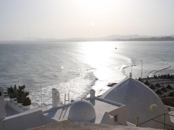 Une fois de plus, la violence de l'image cache la réalité du pays. Partout ailleurs la Tunisie vit sa vie comme d'habitude - Photo JDL