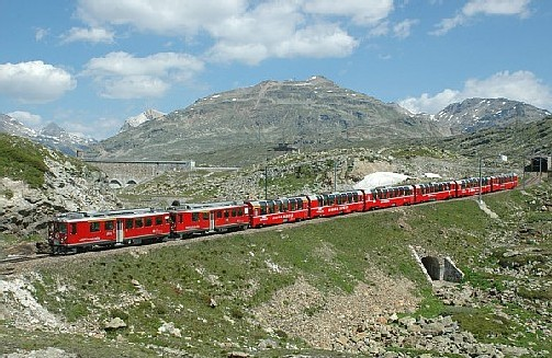 Suisse : les trains le Glacier et le Bernina en panoramique !