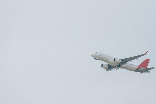 Le gouvernement précise que la Commission européenne a confirmé le 31 mars 2020 la compatibilité avec les règles sur les aides d'État, au titre de la compensation des répercussions économiques de la pandémie, du report du paiement par le pavillon français des taxes de l'aviation civile et de solidarité sur les billets d'avion - Depositphotos.com DmitriyAnaniev
