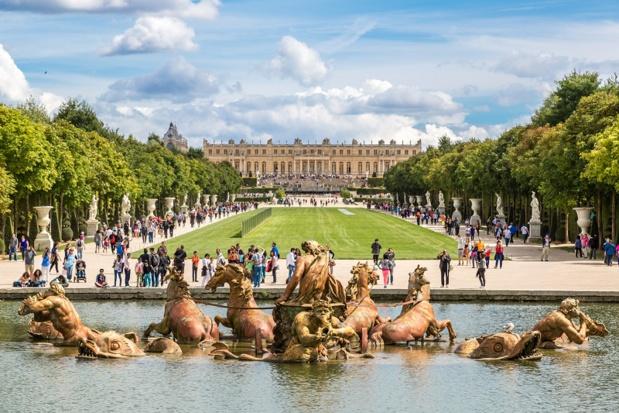 """S. Bigogne : """"Les guides-conférenciers sont le principal vecteur de présentation et de diffusion des connaissances du patrimoine historique et culturel de la France, et par-là de sa préservation"""". ici, le Château de Versailles - DR : Depositphotos.com, bloodua"""