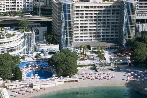 Le Méridien Beach Plaza est doté d'un vaste centre de séminaire, d'un centre de remise en forme et d'une plage privée directement accessible. - DR