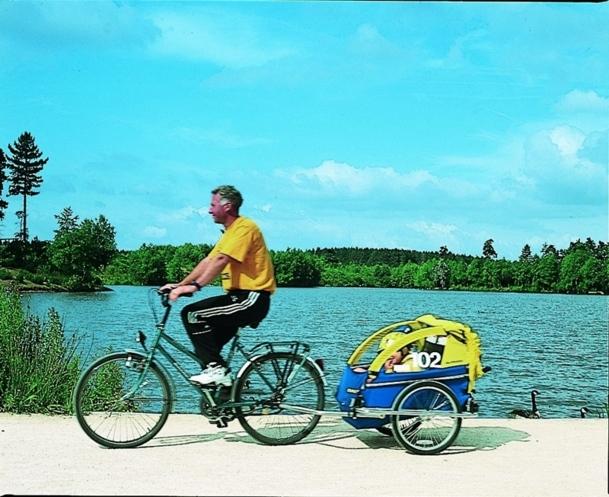 Les séjours à vélos correspondent parfaitement à la tendance actuelle de retour à la nature.   Ils séduisent une clientèle familiale à la recherche d'authenticité. / DR Center Parcs