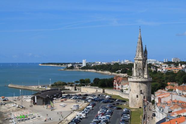 Il semblerait que les touristes français choisissent avant tout la France (ici La Rochelle) par défaut, faute de garantie d'ouvertures des frontières européennes, en excluant inévitablement toute sortie de l'espace Schengen - DR : DepositPhotos