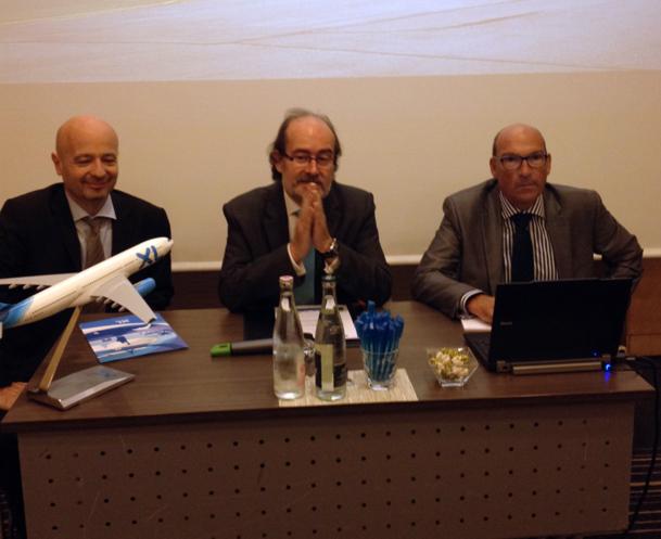 Laurent Magnin, le Pdg de la compagnie XL Airways au centre accompagné de Luc Bereni à gauche et Olivier Benard à droite - Photo DR