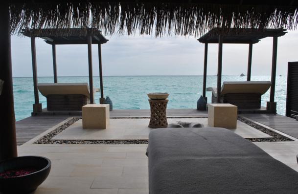 Le Spa : L'Océan Indien en toile de fond, le lagon et ses couleurs de pierres précieuses qui varient au rythme des nuages et passent insensiblement de l'améthyste à la turquoise, sont déjà des merveilles qui détendent. - Photo DR BF