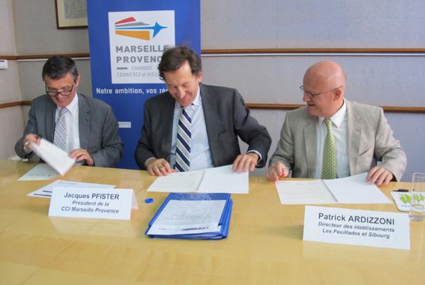 Jean-Paul Ségade, DG de l'AP-HM, Jacques Pfister, président de la CCIMP et Patrick Ardizionni, directeur des Feuillades/Sibourg ont signé la convention de partenariat du Pole Santé Méditerranée - DR : A.B.