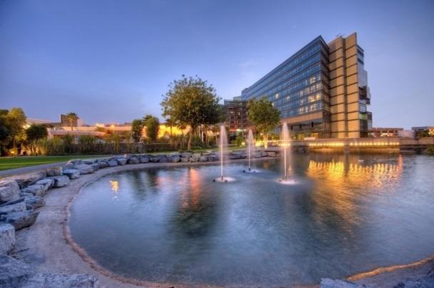 Le Jmeirah Creekside Hôtel dispose de 292 chambres et suites et de 26 salles de réunion - Photo DR