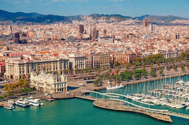 La Catalogne a reçu 19,3 millions de touristes étrangers en 2019 (soit 23,1% des touristes en Espagne) pour 21,325 millions d'euros de dépenses (+5%). Ici, Barcelone et son port - DR : DepositPhotos, fazon1