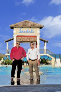 Gordon Butch Stewart, Chairman en compagnie d'Adam Stewart, CEO de Sandals - DR : Sandals