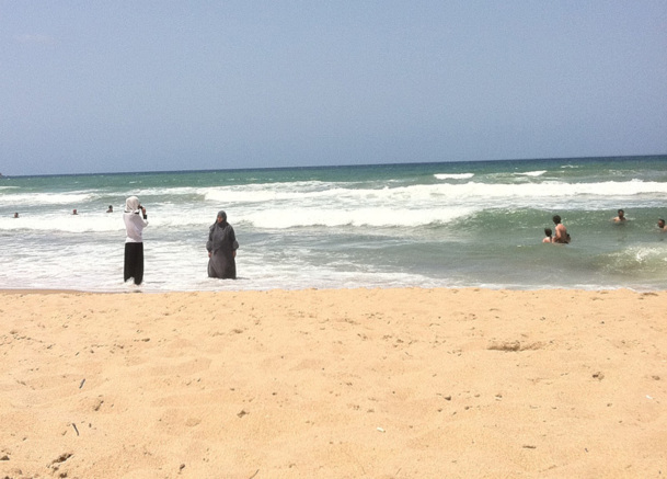 Sur les plages, jusqu'au premier jour du ramadan (20 juillet 2012), mois sacré pour les musulmans, le niqab croisait le bikini dans une indifférence quasi générale - Photo MS