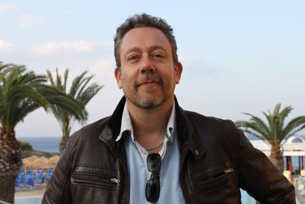Même en vacances (en Grèce), Jean Brajon a du mal à se déconnecter - Photo A.B.