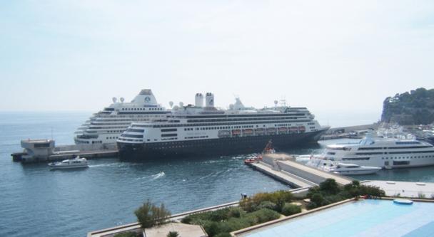 A Monaco l'espace, même maritime, est compté, et la cohabitation entre les riches plaisanciers et la croisière n'est pas évidente - DR