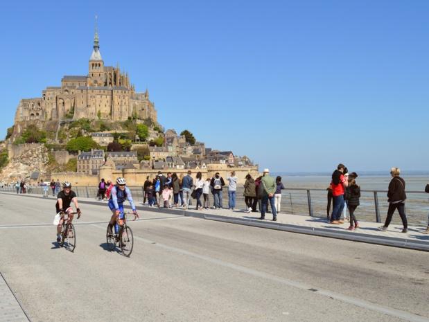 Piste cyclable avec vue sur le Mont-Saint-Michel - DR : Emmanuel Berthier, Normandie Tourisme