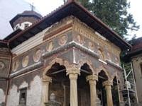 L'église Stavropoleos, dans le quartier Lipscani, en cours de réfection de ses fresques