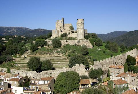 Le village médiéval de Grimaud. Crédit Visit Var.