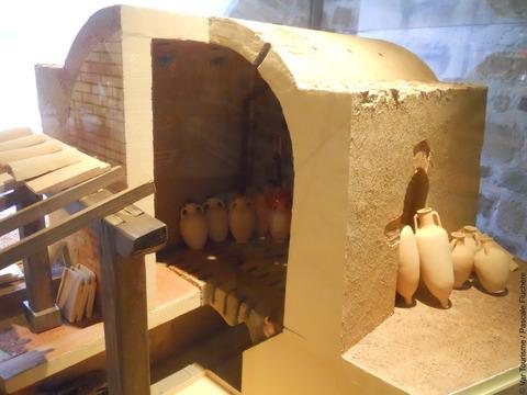 Des amphores au musée archéologique de Fréjus. VisitVar.