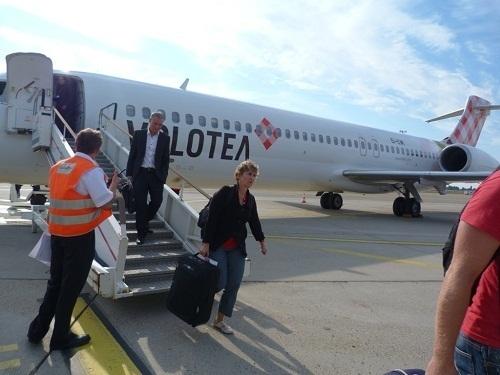 Les premiers passagers de Volotea en provenance de Montpellier ont débarqué à Strasbourg le 10 septembre 2012 à 10h15 - Photo Volotéa