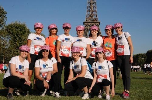 Encouragées par les spectateurs, les 11 collaboratrices de mN'Organisation sont parvenus à finir la course - Photo DR