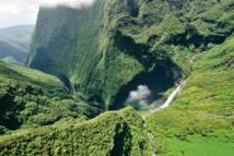 """""""Entre la mer, le volcan, la nature, la gastronomie et la culture locale, l'offre de la Réunion est unique au monde"""" - Photo Cascade Trou de fer IRT serge Gelabert"""