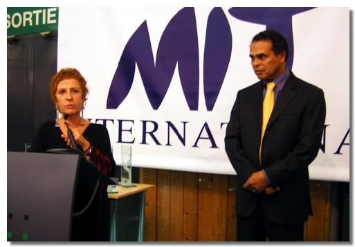 Léon Bertrand ministre délégué au tourisme inaugure le MIT avec Arlette Alphaize-Furet, Commissaire Général du salon